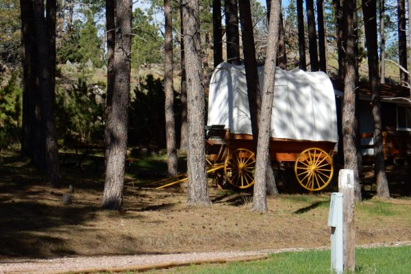 Camping and Glamping in South Dakota campgrounds and RV parks